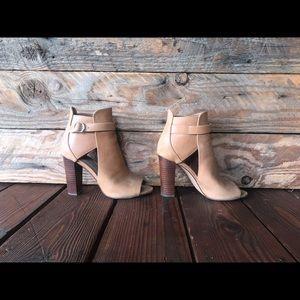 NEW! Vince Camuto 100% Tan Leather Peep Toe Heels